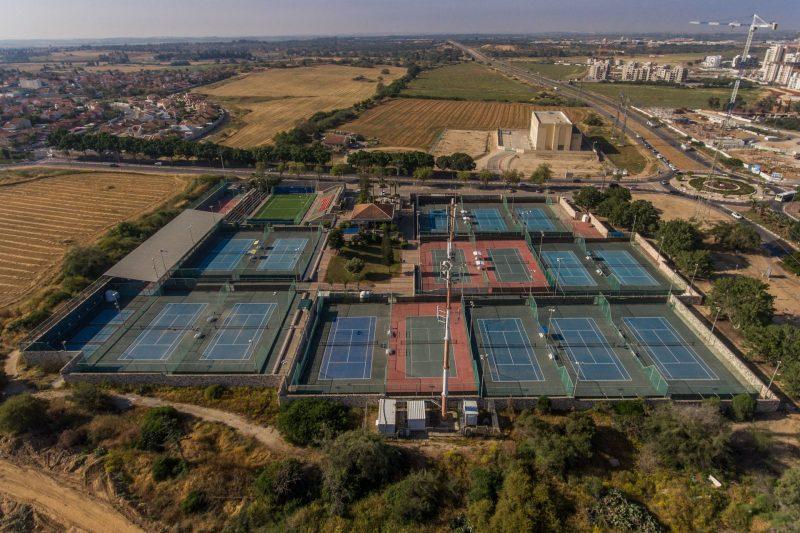 מרכז הטניס ממעוף-הציפור (צילום: מרכז הטניס והחינוך אשקלון)
