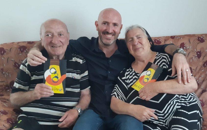 סימון טטרו עם אבא ואמא
