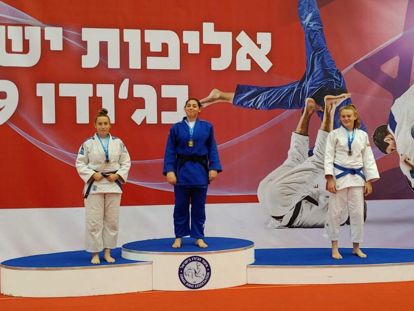 בבק עם המדליה על הפודיום (צילום: אלכס פרסקובסקי)