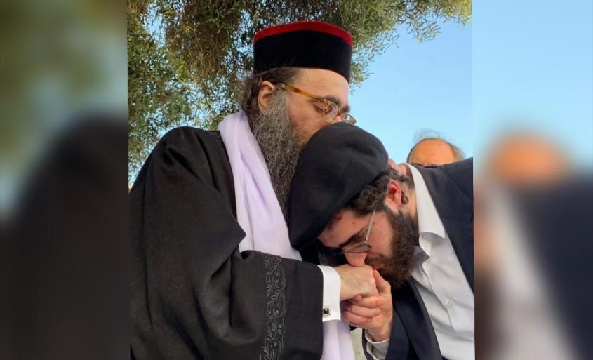 הרב יאישיהו פינטו ובנו. צילום: שובה ישראל אונליין