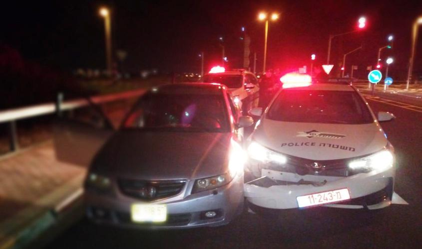 הרכב שהתנגש בניידת המשטרה. צילום: דוברות המשטרה