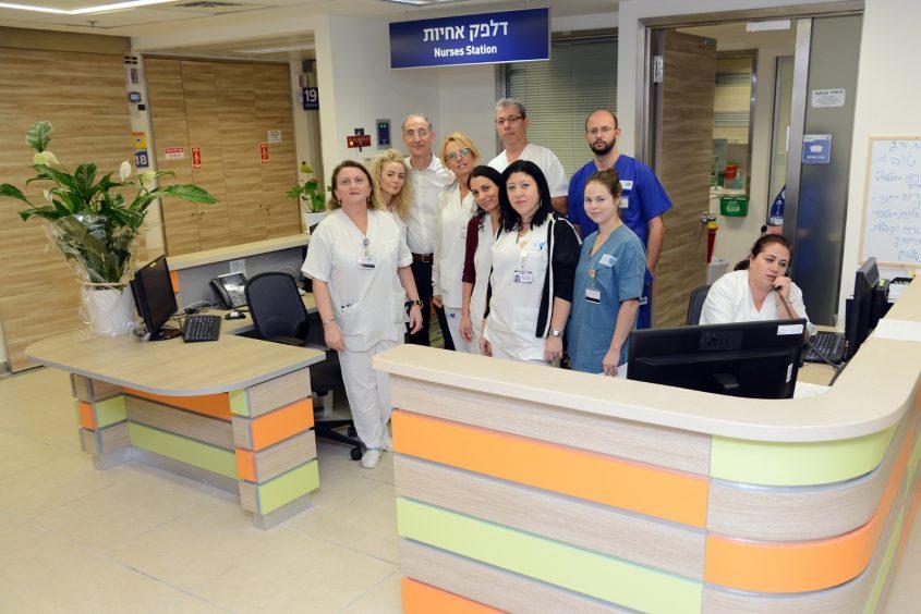 צוות המחלקה האורתופדית החדשה במרכז הרפואי ברזילי. צילום: דוברות ברזילי