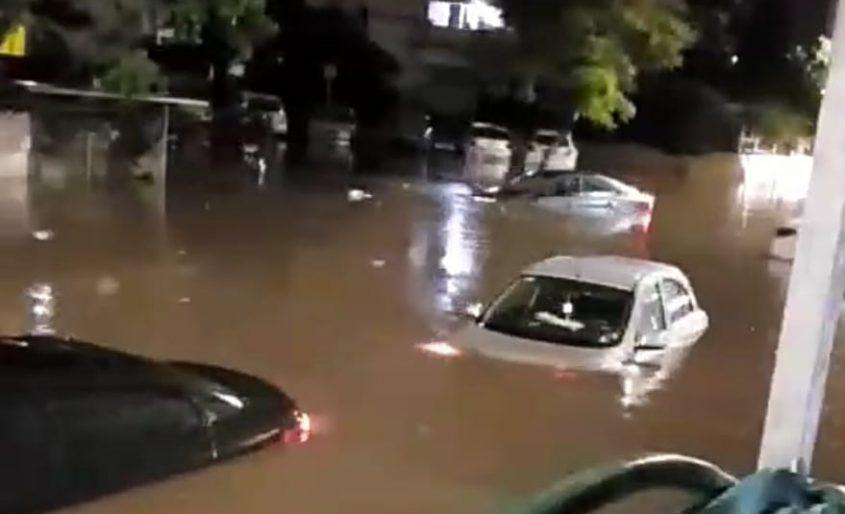 רכבים מוצפים מים