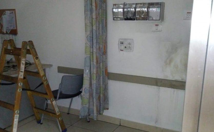כך נראה החדר שהוצת. צילום: דוברות המשטרה