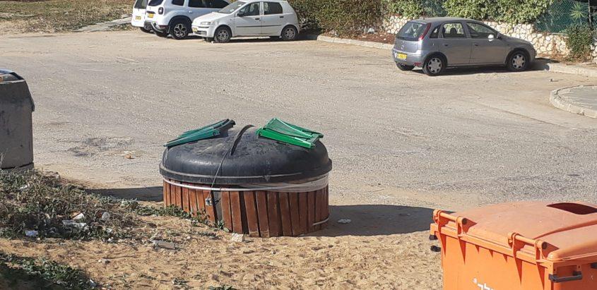 הפח המוטמן שאליו נפלה אסרס. צילום: אלירם משה