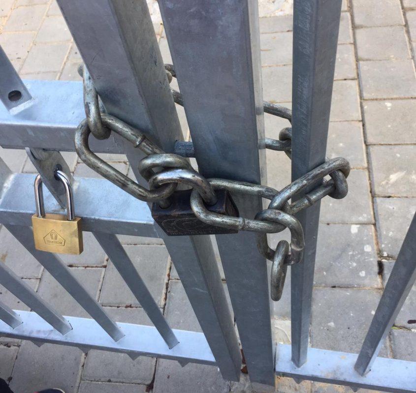 השרשרת בשער הגן