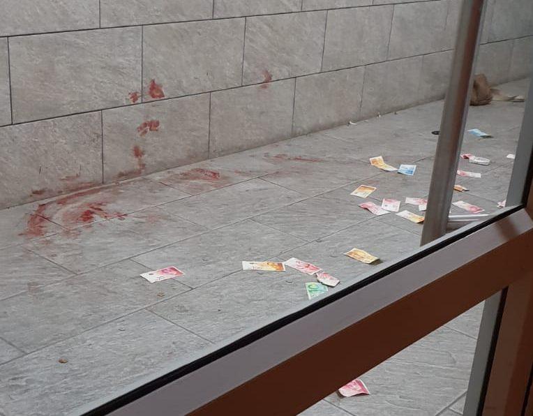 הדם על הקיר והשטרות שהתפזרו במהלך המעצר האלים