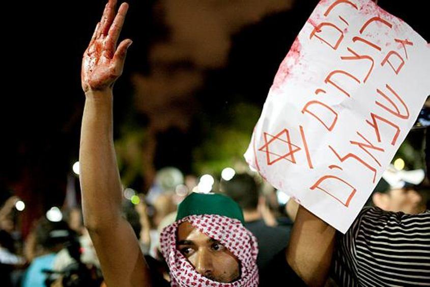 הפגנה בכיכר הבימה. צילום: תומר אפלבאום