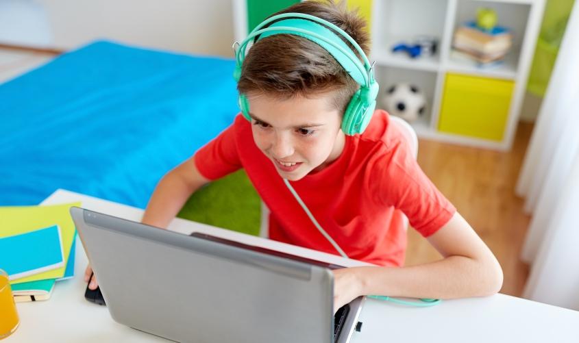 ילד לומד מהבית. צילום: א.ס.א.פ קריאייטיב / INGIMAGE