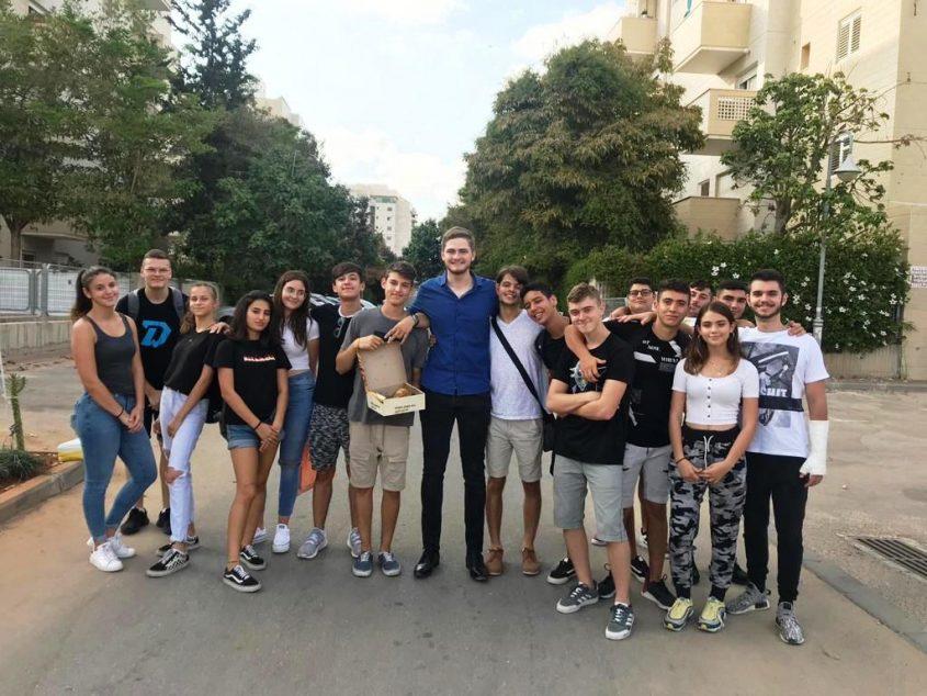 בני הנוער המתנדבים