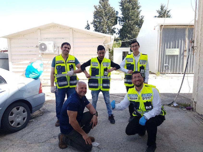 המתנדבים. צילום: ידידים סיוע בדרכים