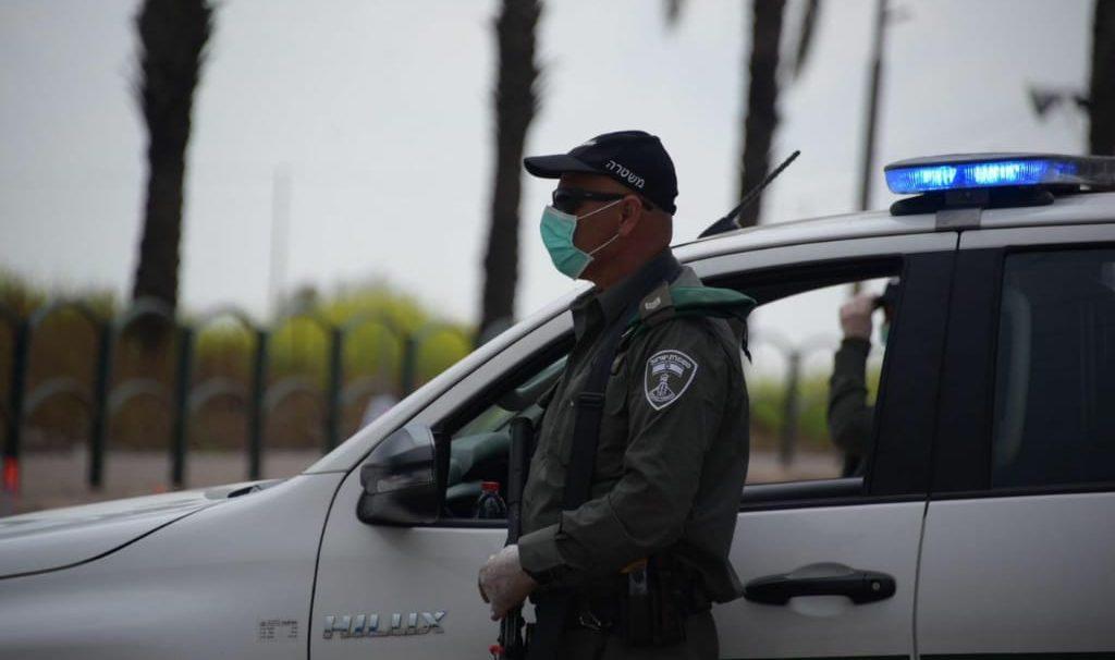 שוטרי משטרת ישראל אוכפים את סגר. צילום: דוברות המשטרה