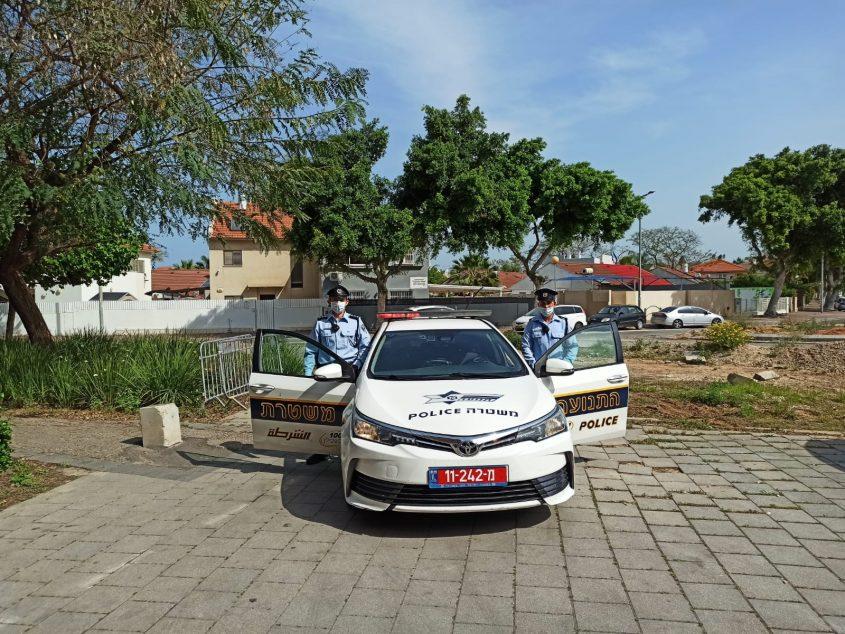 השוטרים מול בית האבות בשכונת נווה דקלים