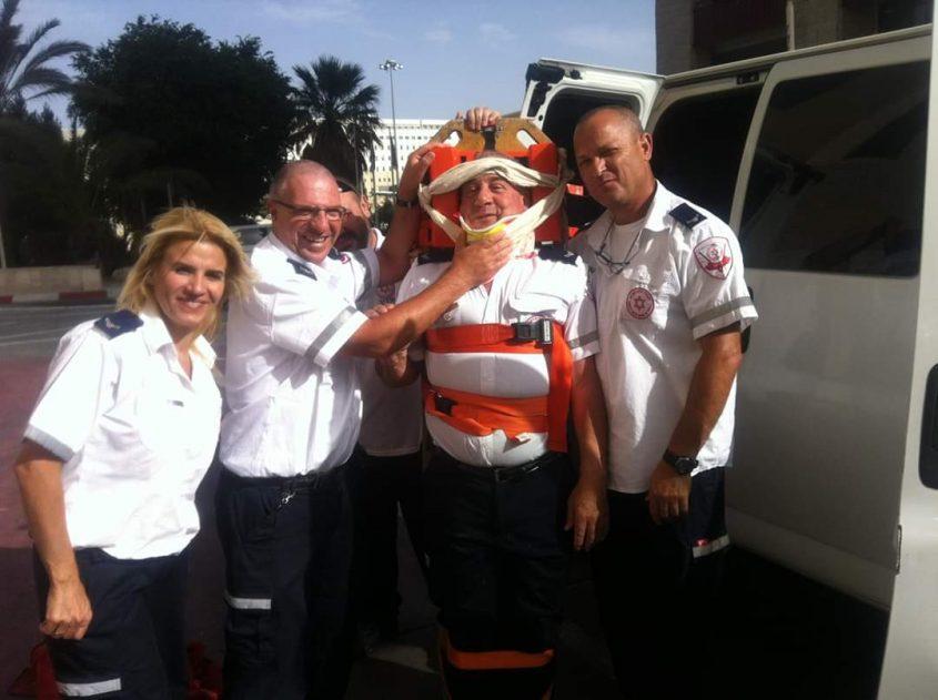 יגאל בן דוד בהתנדבות במסגרת מגן דוד אדום