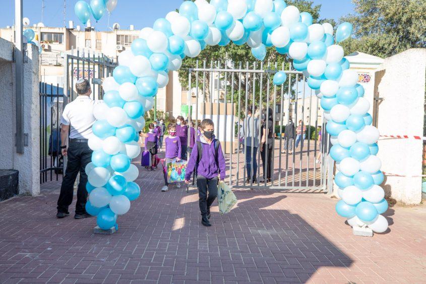 תלמידים חוזרים ללימודים לאחר הסגר הראשון. צילום: סיוון מטודי