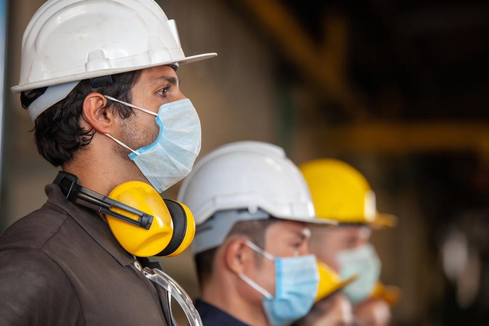 """מה ההבדל בין מחלת מקצוע לבין תאונת עבודה? עו""""ד רונן פרידמן מסביר. צילום: I AM NIKOM, Shutterstock"""