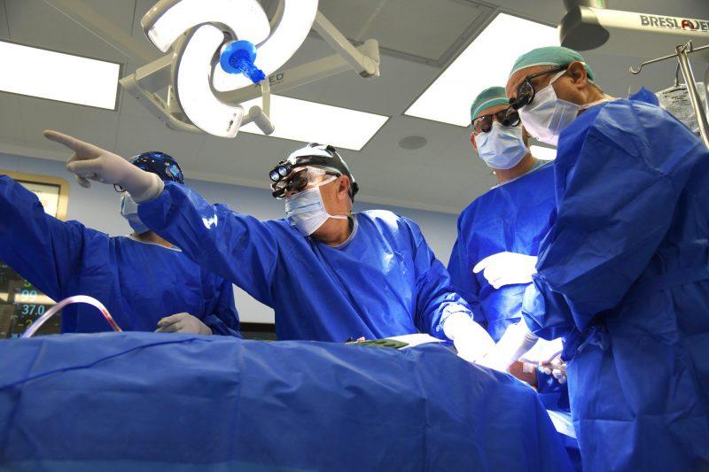 המחלקה לכירורגיית הפה, פנים ולסתות בברזילי נבחרה על ידי האיגוד הבינלאומי למחלקה מובילה במצוינות. בתמונה - פרופ' נחליאלי בפעולה. צילום רפואי ברזילי