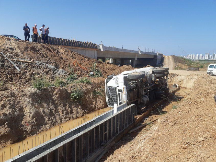 המשאית ההפוכה. צילום: אלירם משה