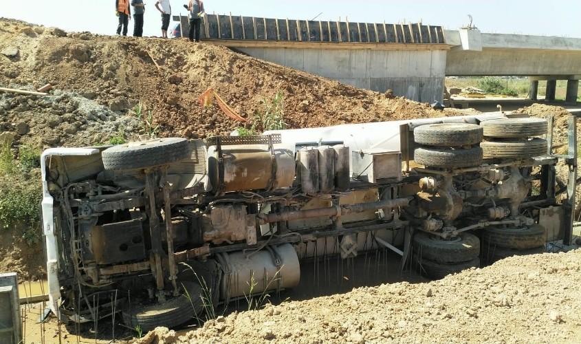 המשאית ההפוכה. צילום: דוברות איחוד הצלה