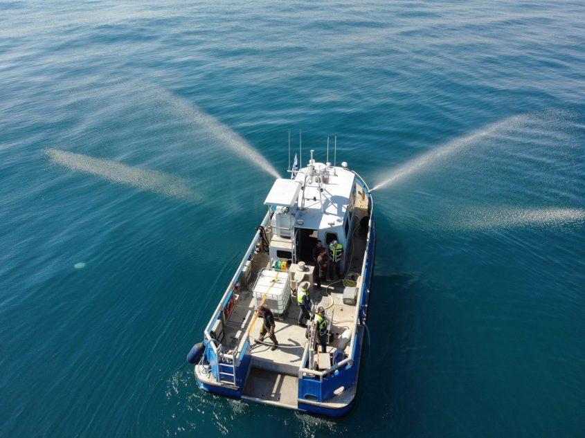 ספינה בתרגיל זיהום ים. צילום: פרד ארזואן, המשרד להגנת הסביבה