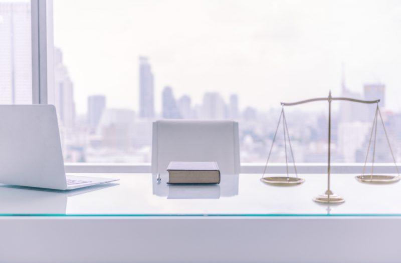 """עו""""ד רונן משה: ייצוג משפטי ומסחרי. צילום: create jobs 51, Shutterstock"""