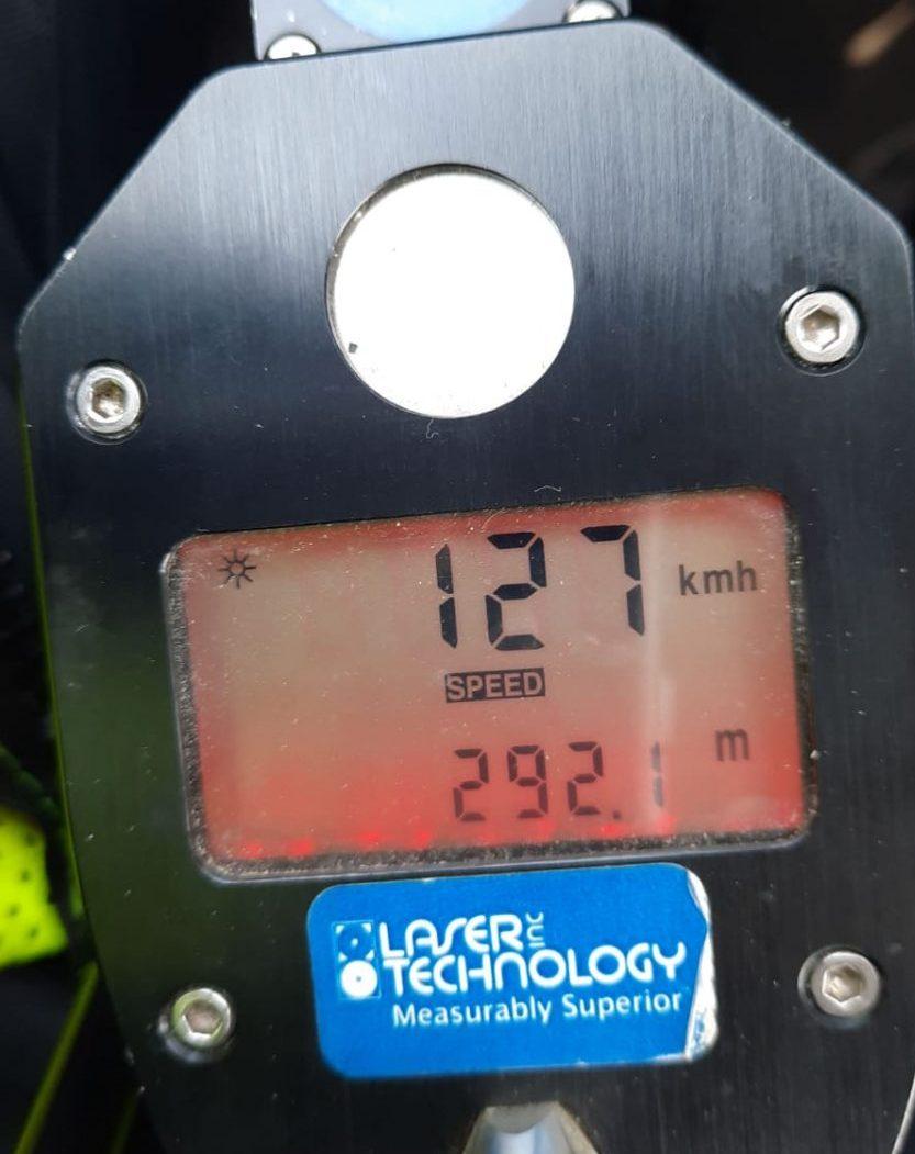 """הממל""""ז מראה 127 קמ""""ש במקום 70 בלבד. כמעט כפול. צילום: דוברות המשטרה"""