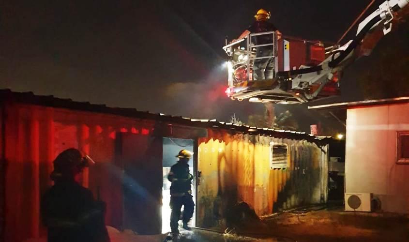 """השריפה במפעל רדימיקס. צילום: תיעוד מבצעי כב""""ה"""