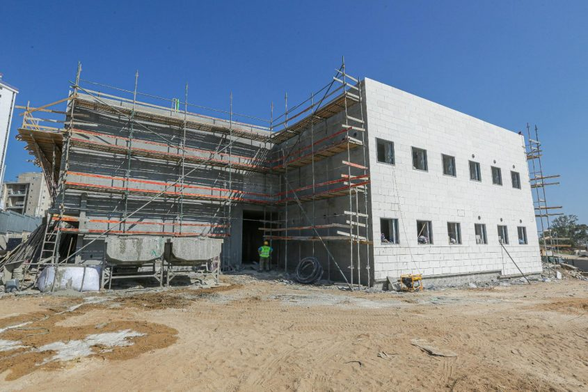 בית הספר המונטסורי בתהליך בנייתו. צילום: אדי ישראל