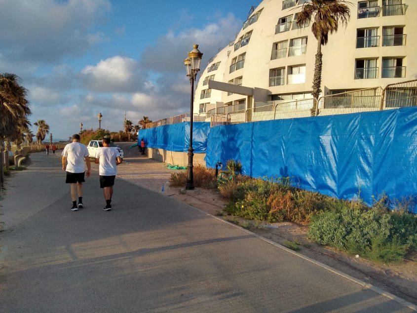 הגדר המערבית של מלון הרלינגטון עם הברזנט שהוצמד אליה כשלב ראשון. צילום: דוברות העירייה