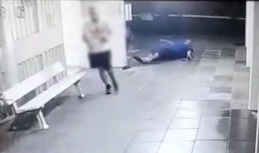 רגע התקיפה כפי שנתפס במצלמות האבטחה