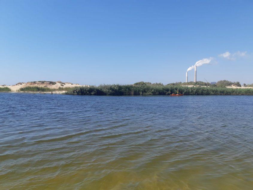 סירה שהיתה באגם מחפשת אחר בן זקרי דקות אחרי שטבע זו. צילום: אלירם משה