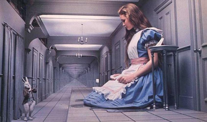 אליס בארץ הפלאות. צילום: Moviestore Collection/REX