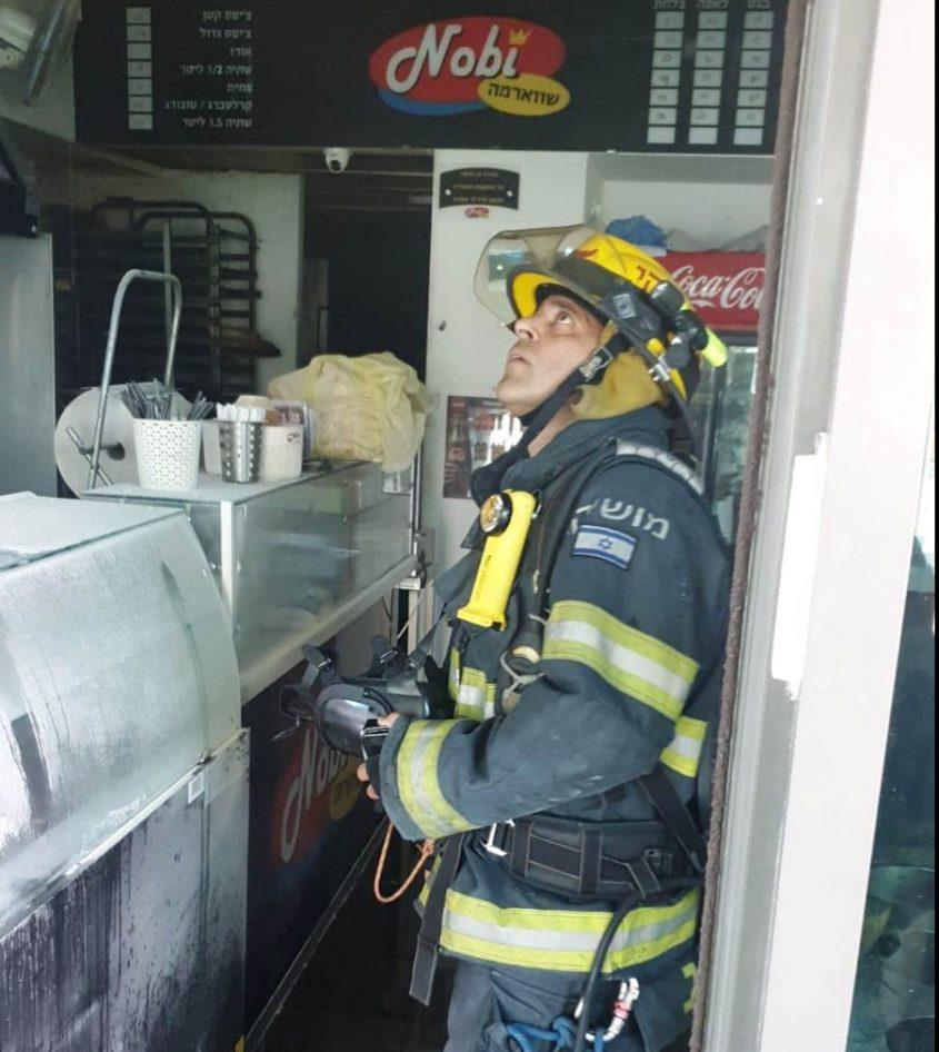 """שריפה בשווארמה נובי. צילום: צילום מבצעי כב""""ה דרום"""