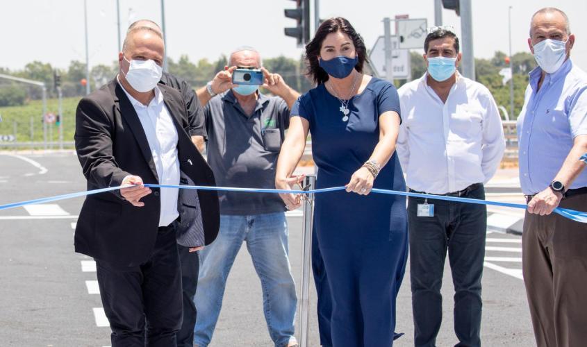 השרה מירי רגב חונכת הכביש החדש. צילום: דוברות עיריית אשקלון