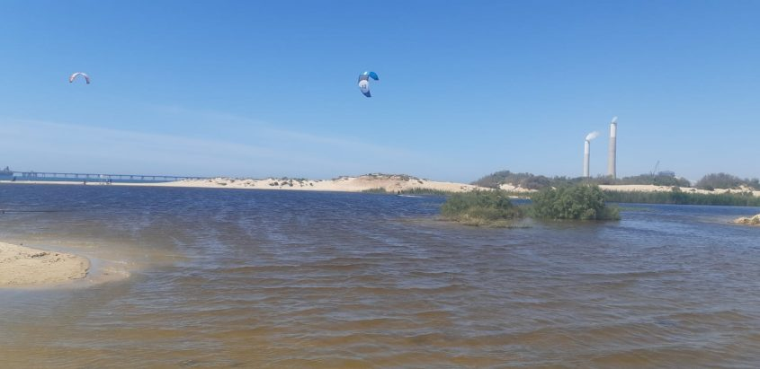 גולשי קייטסרפ גולשים באגם מבלי שהוסדר לכך. צילום: אלירם משה