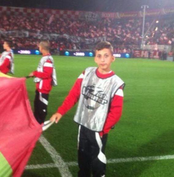 שביט מזל בתור ילד מביא כדורים בהפועל תל אביב