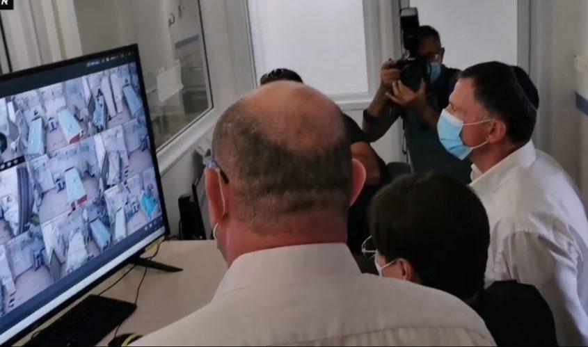 השר אדלשטיין במחלקת הקורונה בברזילי