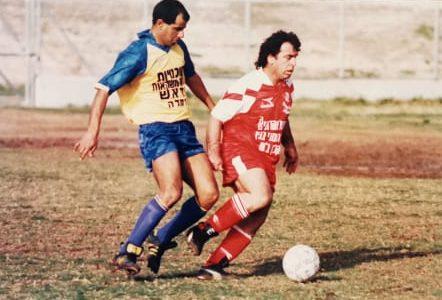 פנחס פירוס מיכאלשוילי מוביל כדור. צילום מהאלבום המשפחתי
