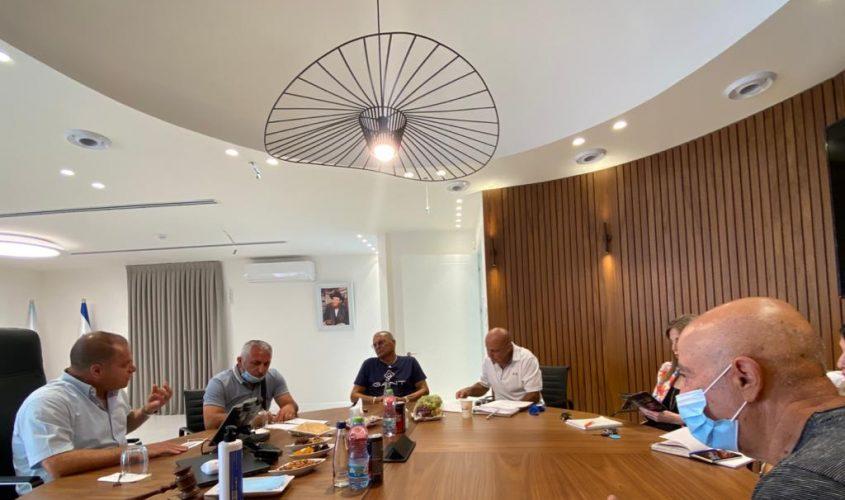 גלאם והמשפחות השכולות בפגישה. צילום: דוברות עיריית אשקלון