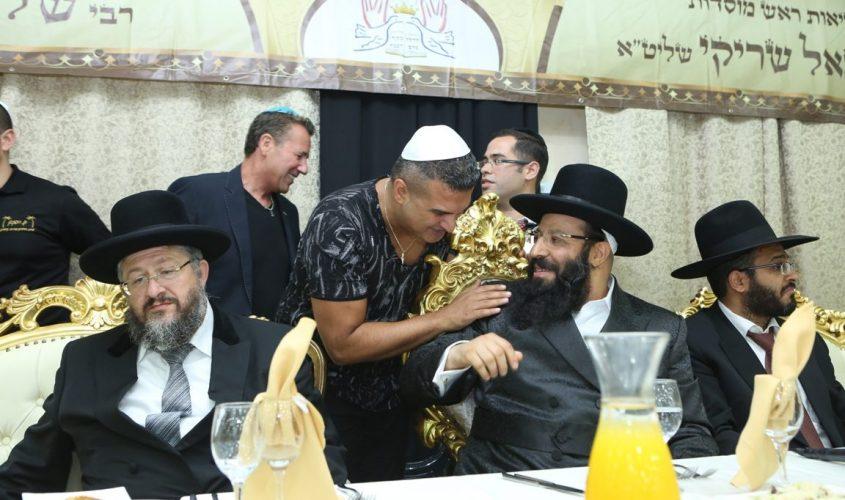 הרב נתנאל שריקי עם רון שובל והרב יהודה דרעי. צילום: שלומי כהן