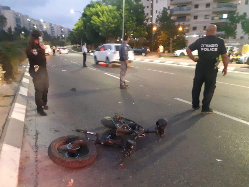 זירת התאונה לפני זמן קצר בשד' יצחק רבין. צילום: אלירם משה