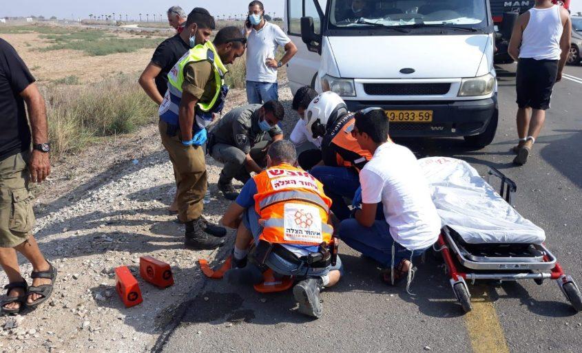 """צוות מד""""א יחד עם כונני איחוד הצלה מטפלים בפצוע. צילום: דוברות איחוד הצלה"""