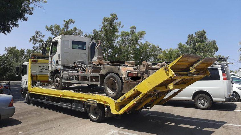 המשאית המעורבת מועברת לחניון יעודי של המשטרה. צילום: המשטרה הירוקה