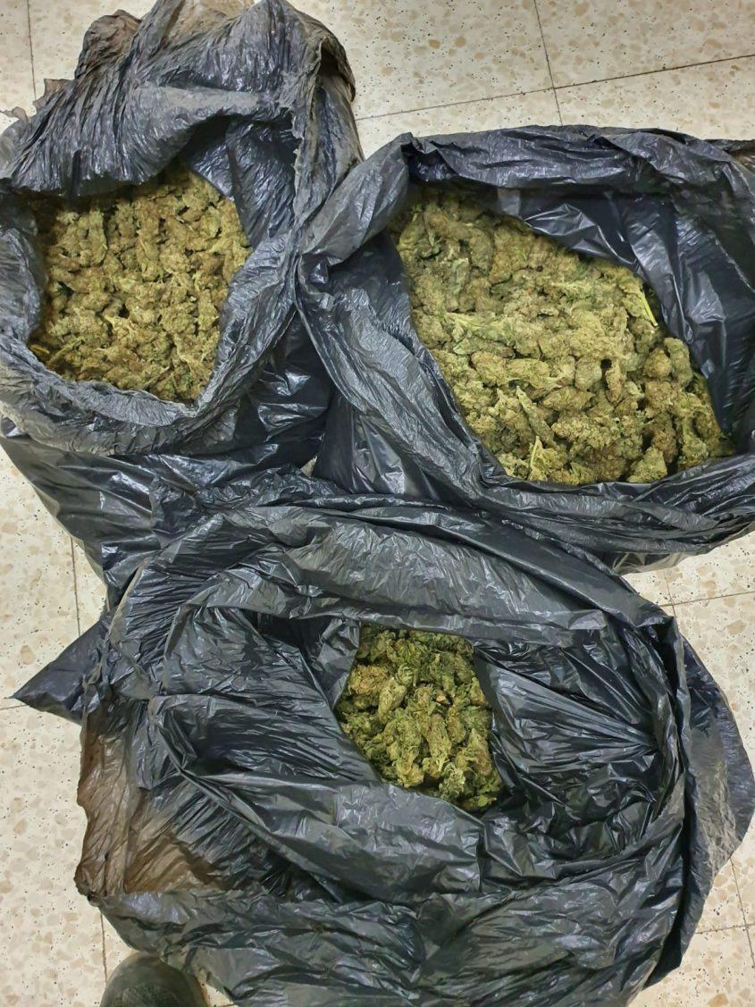 הסמים שנמצאו ברכבם של האשקלונים. צילום: דוברות המשטרה
