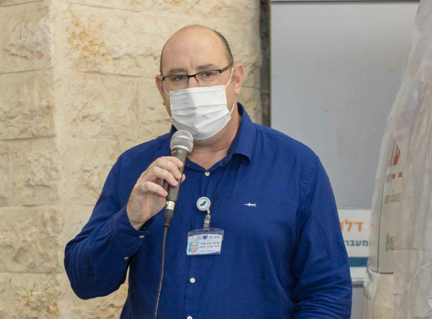 מנהל המרכז הרפואי ברזילי , פרופ יניב שרר נושא דברים בטקס. צילום: אלדד עובדיה