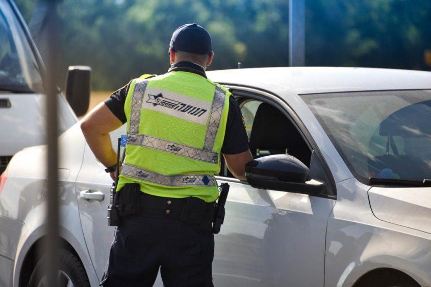 שוטרי משטרת התנועה בפעילות בכבישים. צילום: דוברות המשטרה