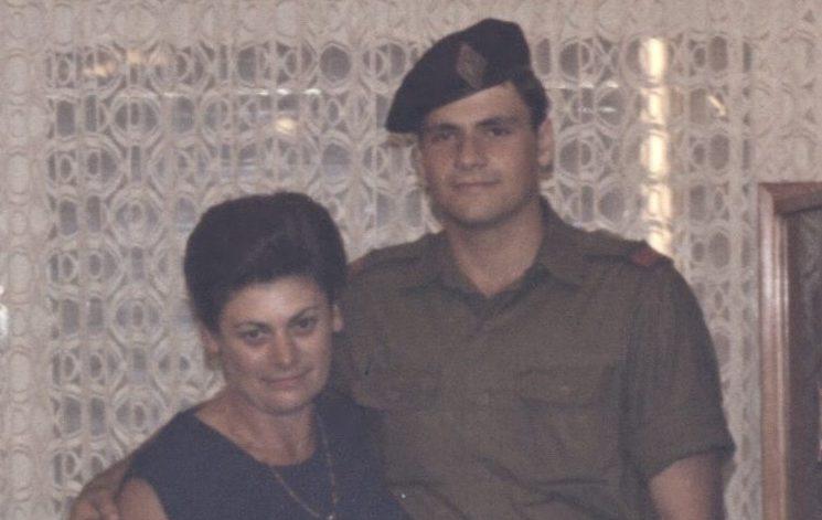 אנדרש גוטמן עם אמו