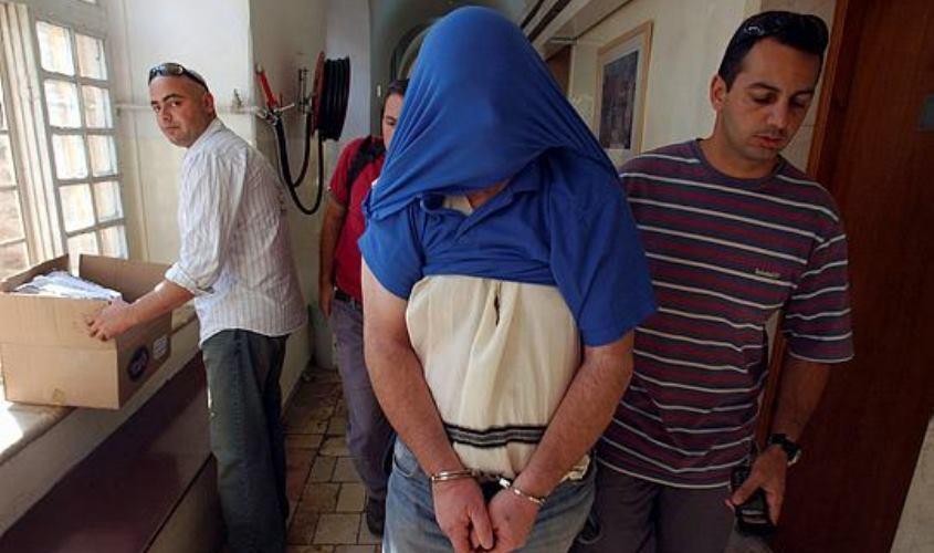 שמעון בן טוב בעת מעצרו ב-2004. צילום: איל ורשבסקי/באובאו