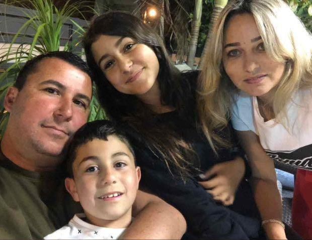 אודי סעדה ומשפחתו