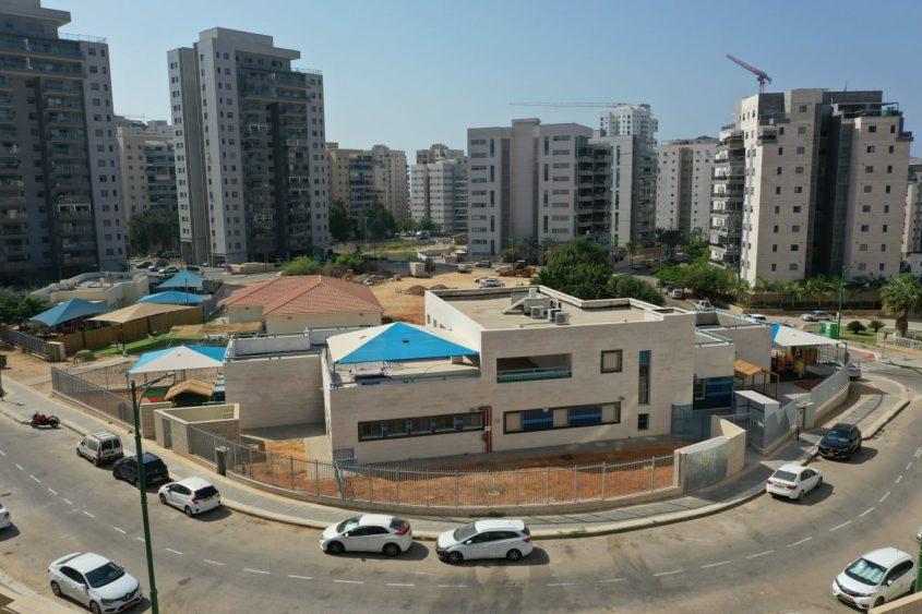 מעונות היום החדשים ברחוב הסוכה בברנע. צילום רחפן: אדי ישראל